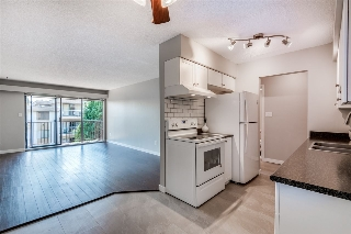 "Main Photo: 403 466 E EIGHTH Avenue in New Westminster: Sapperton Condo for sale in ""Park Villa"" : MLS(r) # R2190974"