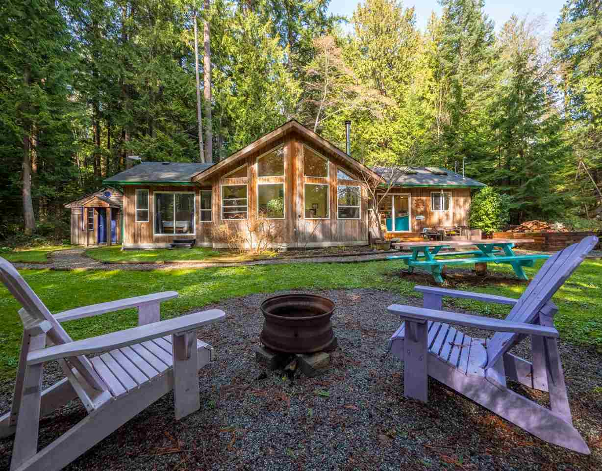 Main Photo: 1421 MARGARET Road: Roberts Creek House for sale (Sunshine Coast)  : MLS®# R2243186