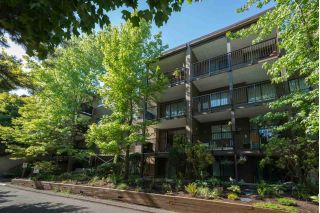 "Main Photo: 204 10698 151A Street in Surrey: Guildford Condo for sale in ""LINCOLNS HILL"" (North Surrey)  : MLS®# R2291947"