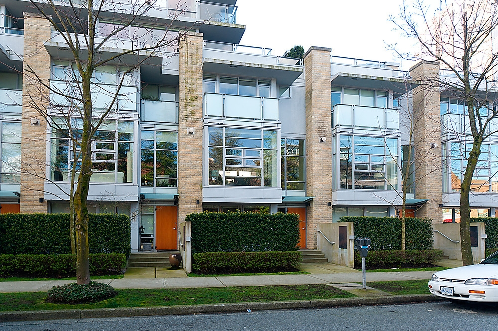 Main Photo: 1538 W 8TH Avenue in Vancouver: Fairview VW Townhouse for sale (Vancouver West)  : MLS®# V882080