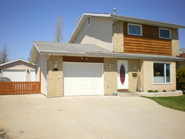 Main Photo: 130 CHARBONNEAU Crescent in WINNIPEG: Windsor Park / Southdale / Island Lakes Residential for sale (South East Winnipeg)  : MLS(r) # 1107777