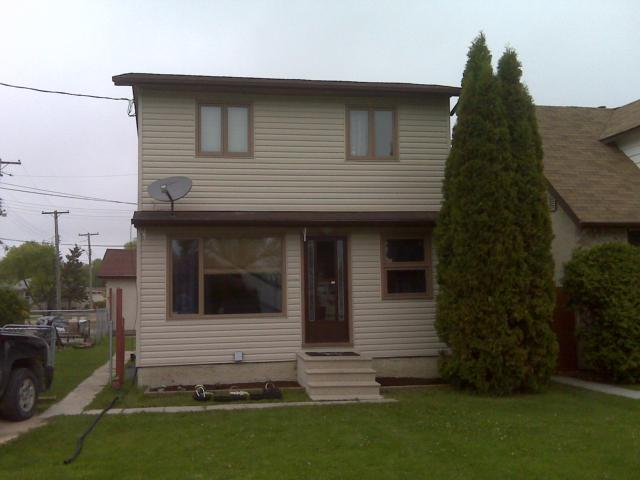 Main Photo: 1033 BLAIR Street in WINNIPEG: St Boniface Residential for sale (South East Winnipeg)  : MLS® # 1110837