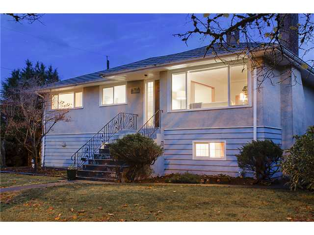 Main Photo: 6656 ASHWORTH Avenue in Burnaby: Upper Deer Lake House for sale (Burnaby South)  : MLS® # V981037