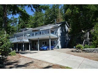 "Main Photo: 5623 LEANING TREE Road in Halfmoon Bay: Halfmn Bay Secret Cv Redroofs House for sale in ""LEANING TREE"" (Sunshine Coast)  : MLS®# V1040649"