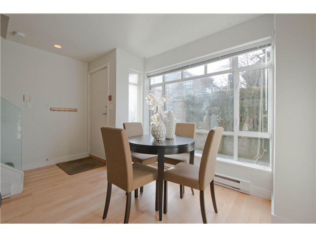 "Photo 5: 2108 YEW ST in Vancouver: Kitsilano Condo for sale in ""KITSILANO"" (Vancouver West)  : MLS(r) # V1043093"