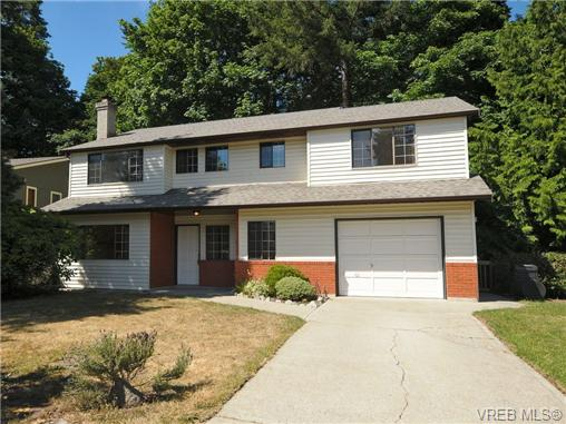 Main Photo: 810 Piedmont Gardens in VICTORIA: SE Cordova Bay Single Family Detached for sale (Saanich East)  : MLS®# 339421