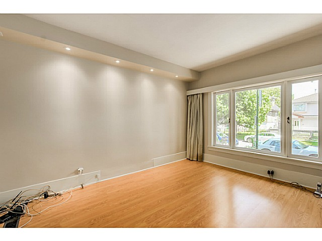 "Photo 4: 4583 WINDSOR Street in Vancouver: Fraser VE House for sale in ""FRASER"" (Vancouver East)  : MLS® # V1124141"
