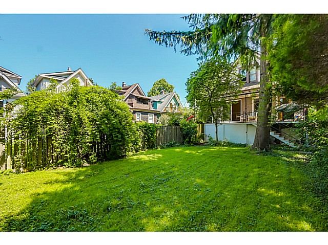 "Photo 14: 4583 WINDSOR Street in Vancouver: Fraser VE House for sale in ""FRASER"" (Vancouver East)  : MLS® # V1124141"