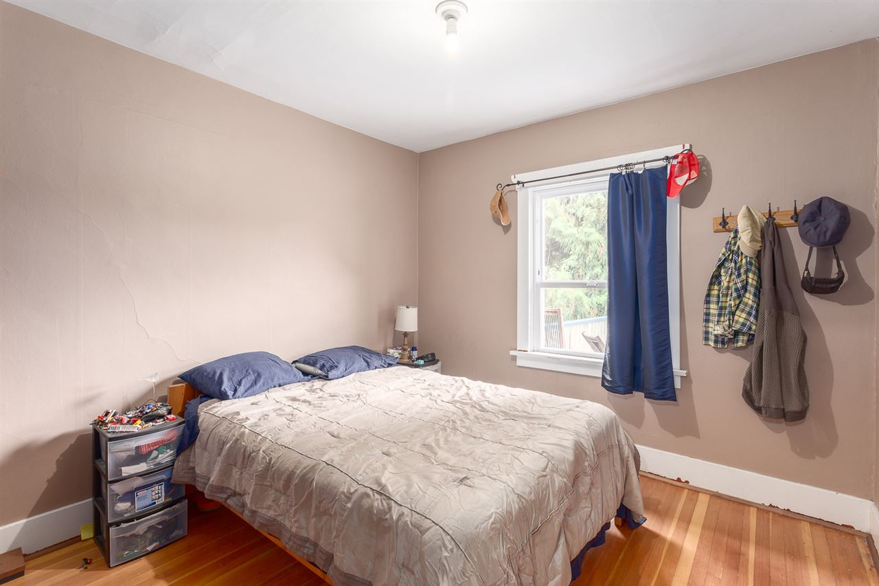 "Photo 11: 2522 CAMBRIDGE Street in Vancouver: Hastings East House for sale in ""HASTINGS-SUNRISE"" (Vancouver East)  : MLS® # R2003997"