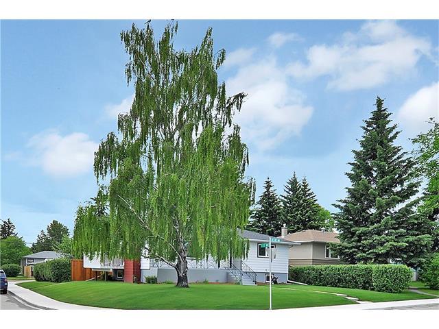 Photo 3: 203 41 Avenue NW in Calgary: Highland Park House for sale : MLS(r) # C4035983