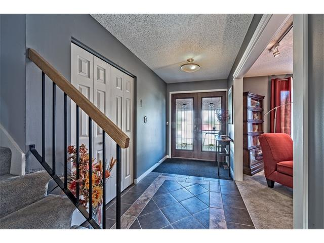 Photo 3: 551 PARKRIDGE Drive SE in Calgary: Parkland House for sale : MLS® # C4045891