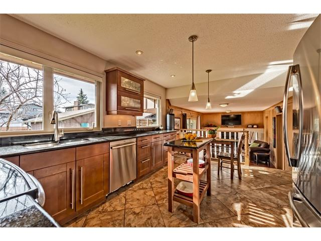 Photo 10: 551 PARKRIDGE Drive SE in Calgary: Parkland House for sale : MLS® # C4045891