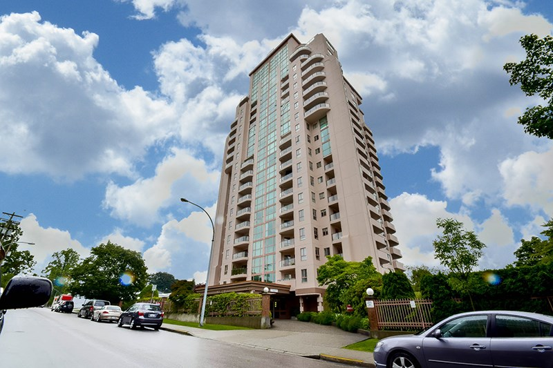 "Main Photo: 1804 612 FIFTH Avenue in New Westminster: Uptown NW Condo for sale in ""THE FIFTH AVENUE"" : MLS® # R2086413"