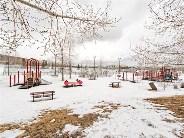 Photo 10: 128 Valley Meadow Close NW in Calgary: Valley Ridge House for sale : MLS® # C4101341