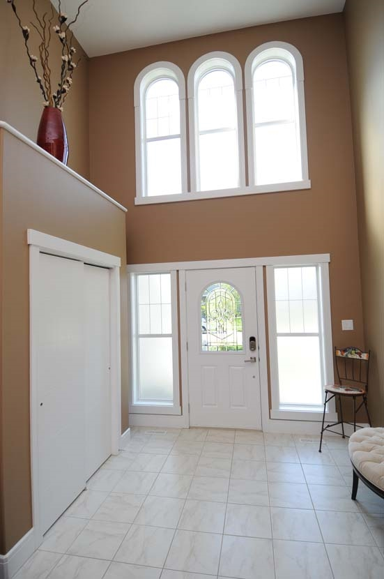 Photo 2: 2308 FREZENBERG Avenue in Edmonton: Zone 27 House for sale : MLS(r) # E4058048