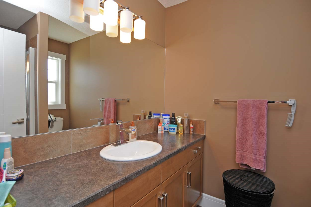 Photo 18: 2308 FREZENBERG Avenue in Edmonton: Zone 27 House for sale : MLS(r) # E4058048
