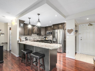 Main Photo: 208 13353 108 Avenue in Surrey: Whalley Condo for sale (North Surrey)  : MLS(r) # R2161824