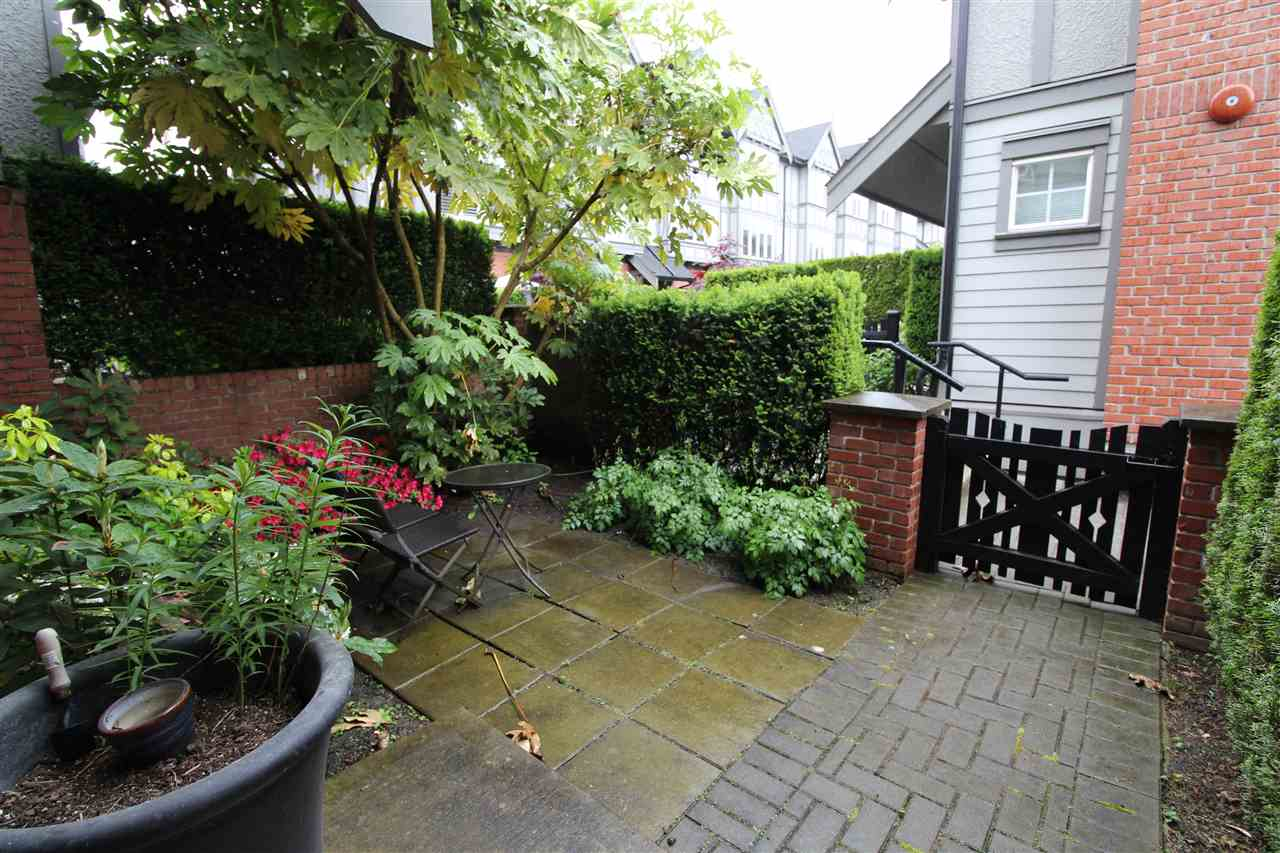 "Photo 11: 5637 WILLOW Street in Vancouver: Cambie Townhouse for sale in ""WILLOW"" (Vancouver West)  : MLS(r) # R2174798"