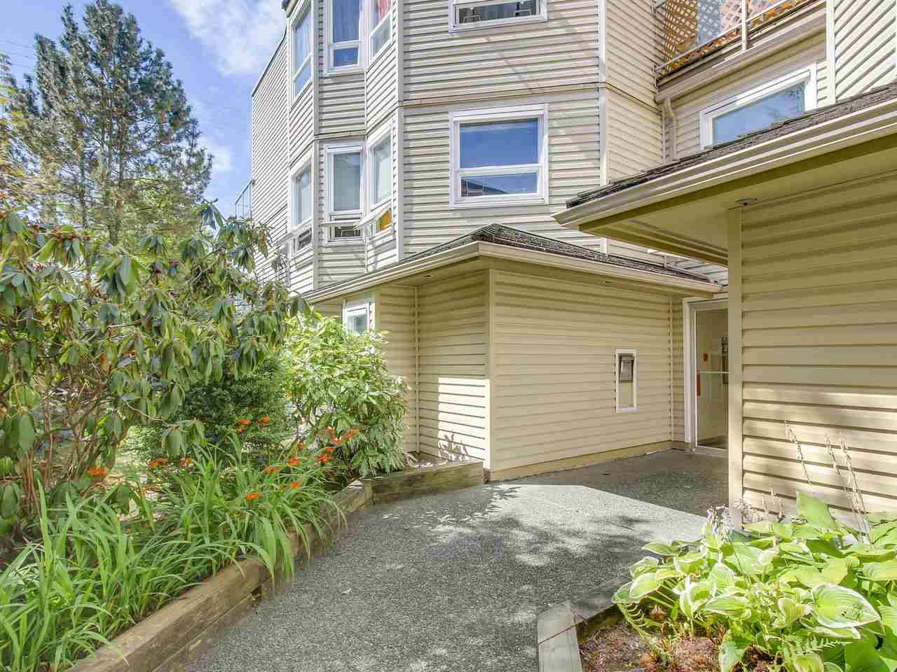 "Photo 14: 304 827 W 16TH Street in North Vancouver: Hamilton Condo for sale in ""CEDARCREST"" : MLS® # R2192474"
