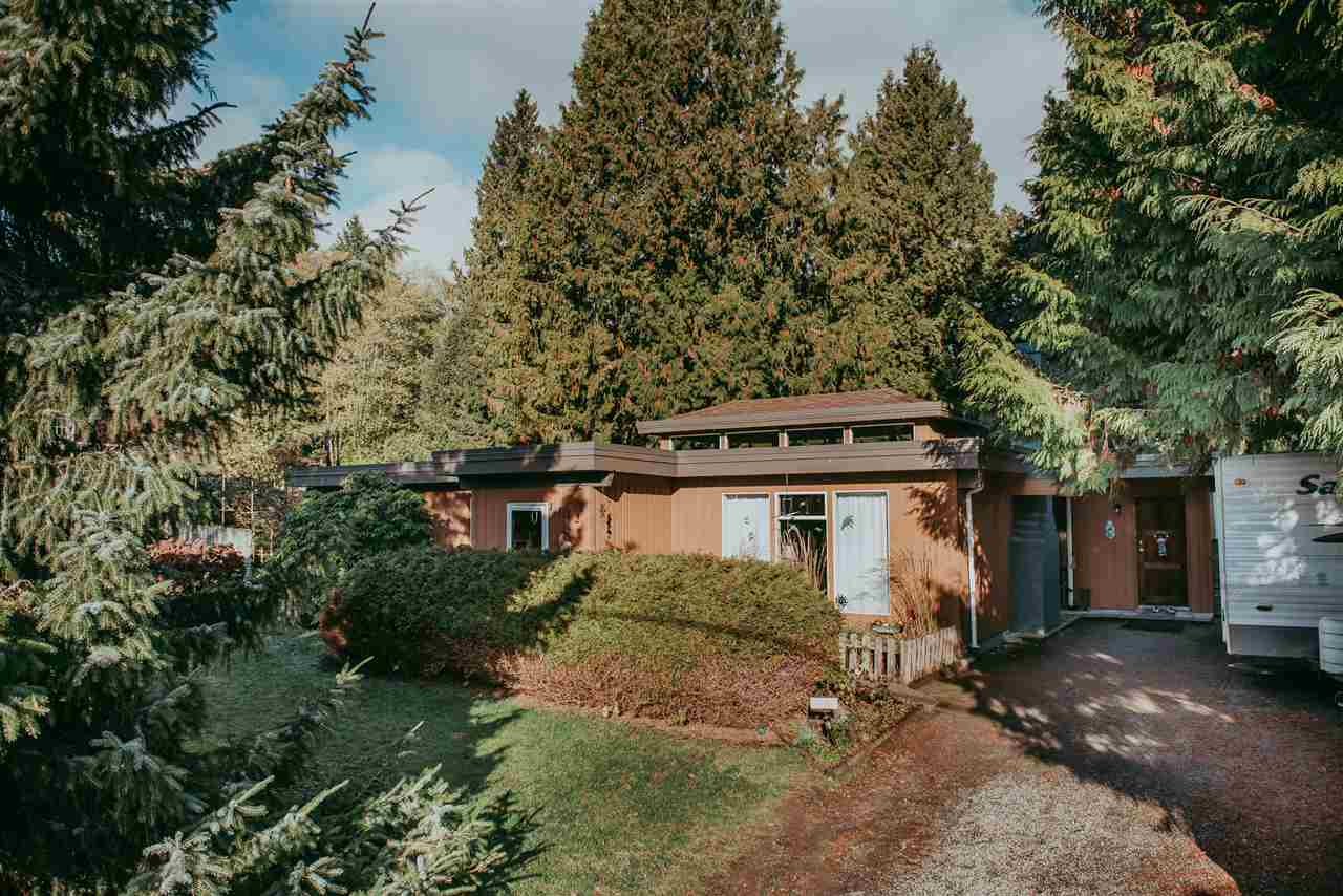 Main Photo: 1112 SUNNYSIDE Road in Gibsons: Gibsons & Area House for sale (Sunshine Coast)  : MLS® # R2221475