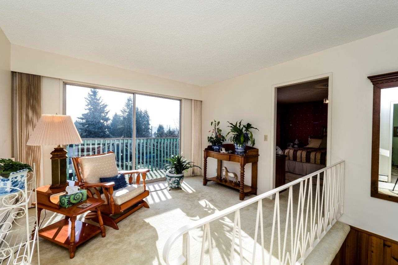 Photo 10: Photos: 547 W 20TH Street in North Vancouver: Hamilton House for sale : MLS® # R2245589