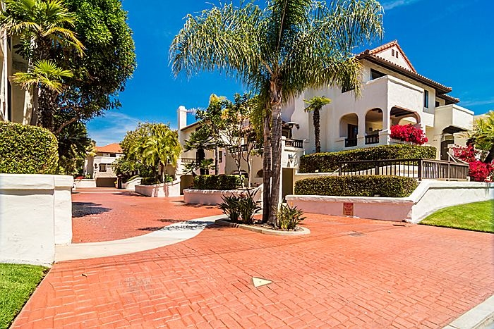 Main Photo: CARLSBAD WEST Condo for sale : 2 bedrooms : 288 Chinquapin Ave. #B in Carlsbad