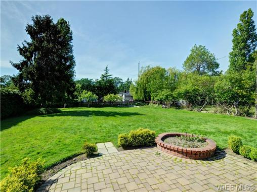 Photo 16: 3340 Woodburn Avenue in VICTORIA: OB Henderson Single Family Detached for sale (Oak Bay)  : MLS(r) # 364361