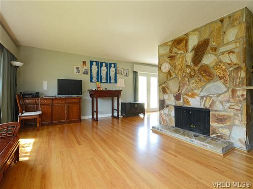 Photo 3: 3340 Woodburn Avenue in VICTORIA: OB Henderson Single Family Detached for sale (Oak Bay)  : MLS(r) # 364361
