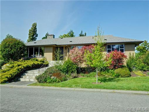 Main Photo: 3340 Woodburn Avenue in VICTORIA: OB Henderson Single Family Detached for sale (Oak Bay)  : MLS® # 364361