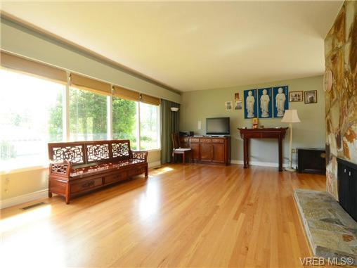 Photo 4: 3340 Woodburn Avenue in VICTORIA: OB Henderson Single Family Detached for sale (Oak Bay)  : MLS® # 364361