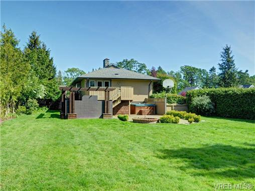 Photo 18: 3340 Woodburn Avenue in VICTORIA: OB Henderson Single Family Detached for sale (Oak Bay)  : MLS® # 364361