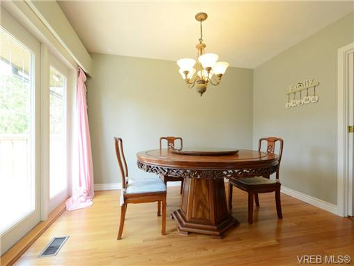 Photo 5: 3340 Woodburn Avenue in VICTORIA: OB Henderson Single Family Detached for sale (Oak Bay)  : MLS® # 364361
