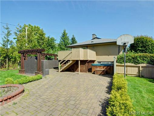 Photo 17: 3340 Woodburn Avenue in VICTORIA: OB Henderson Single Family Detached for sale (Oak Bay)  : MLS® # 364361
