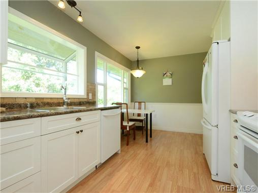 Photo 6: 3340 Woodburn Avenue in VICTORIA: OB Henderson Single Family Detached for sale (Oak Bay)  : MLS® # 364361