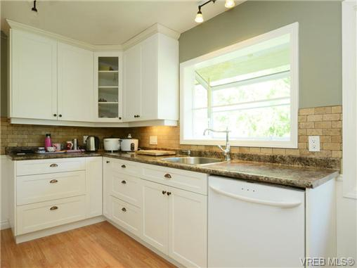 Photo 7: 3340 Woodburn Avenue in VICTORIA: OB Henderson Single Family Detached for sale (Oak Bay)  : MLS® # 364361