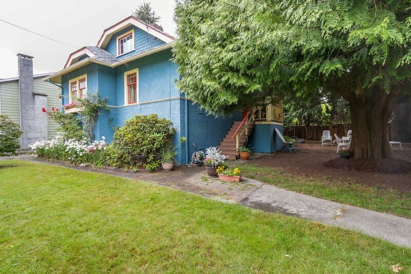 Main Photo: 726 TENTH Street in New Westminster: Moody Park House for sale : MLS® # R2088044