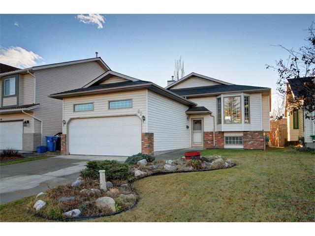 Main Photo: 85 DOUGLAS RIDGE Close SE in Calgary: Douglasdale/Glen House for sale : MLS® # C4089624