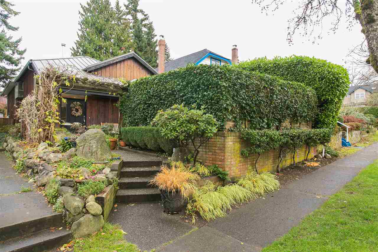 Photo 1: 3531 W 33RD Avenue in Vancouver: Dunbar House for sale (Vancouver West)  : MLS® # R2125524