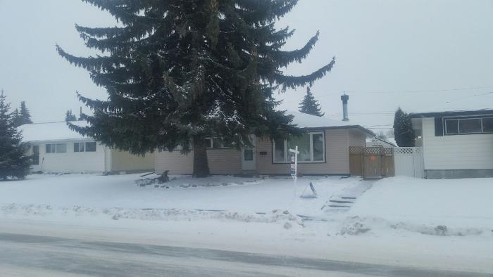 Main Photo: 8815 130 Avenue NW in Edmonton: Zone 02 House for sale : MLS(r) # E4055152