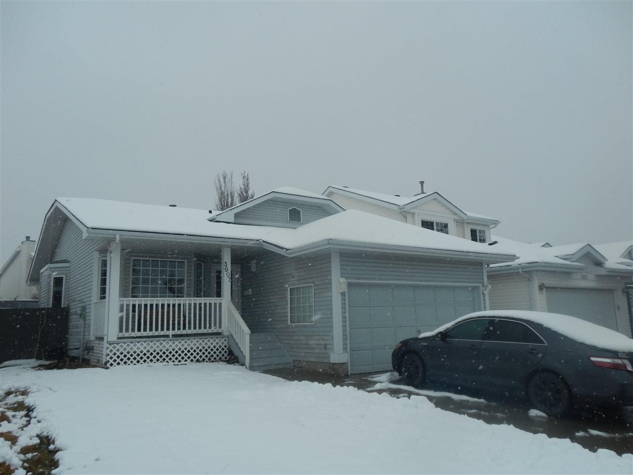 Main Photo: 3607 40 Avenue in Edmonton: Zone 29 House for sale : MLS(r) # E4059435