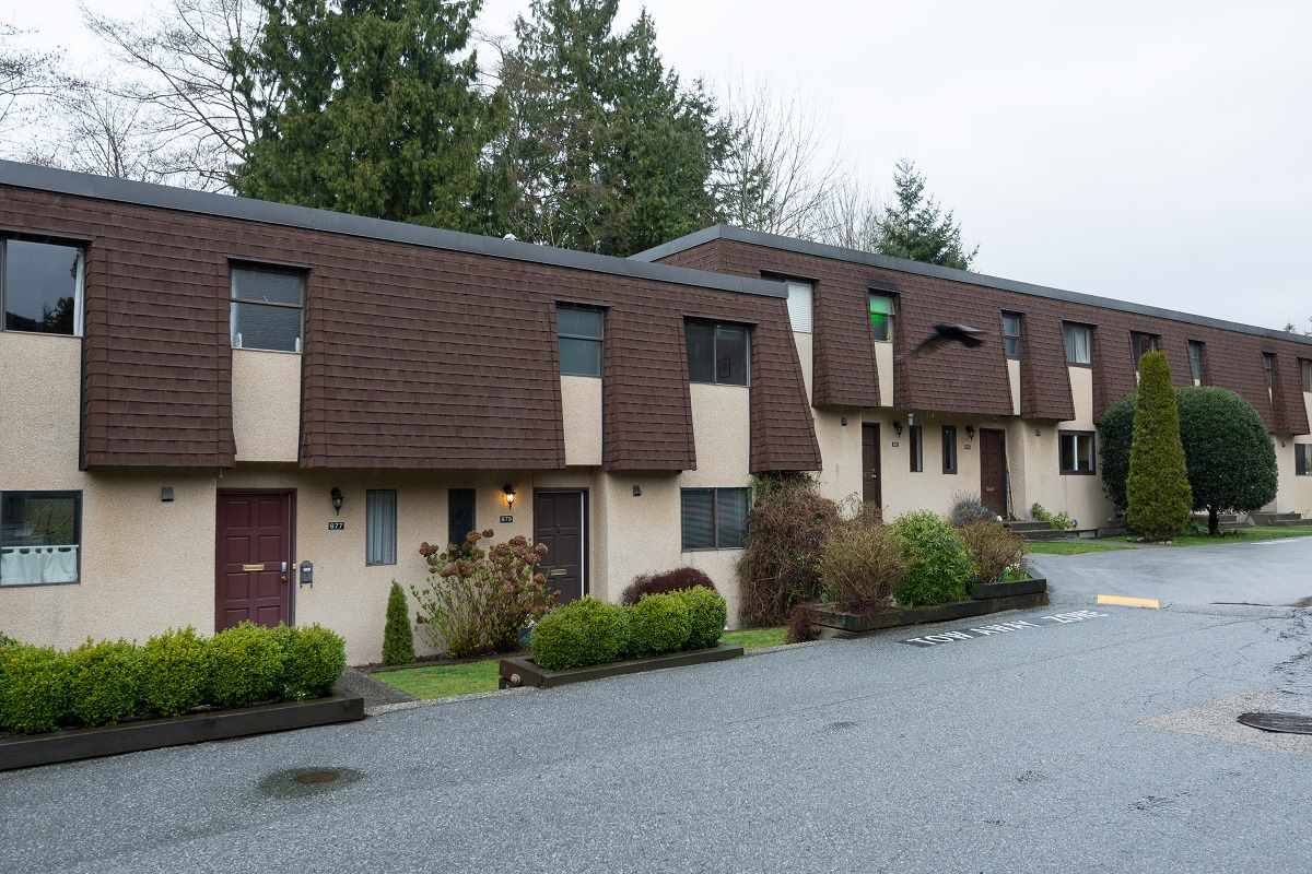 Main Photo: 879 OLD LILLOOET Road in North Vancouver: Lynnmour Townhouse for sale : MLS(r) # R2167121