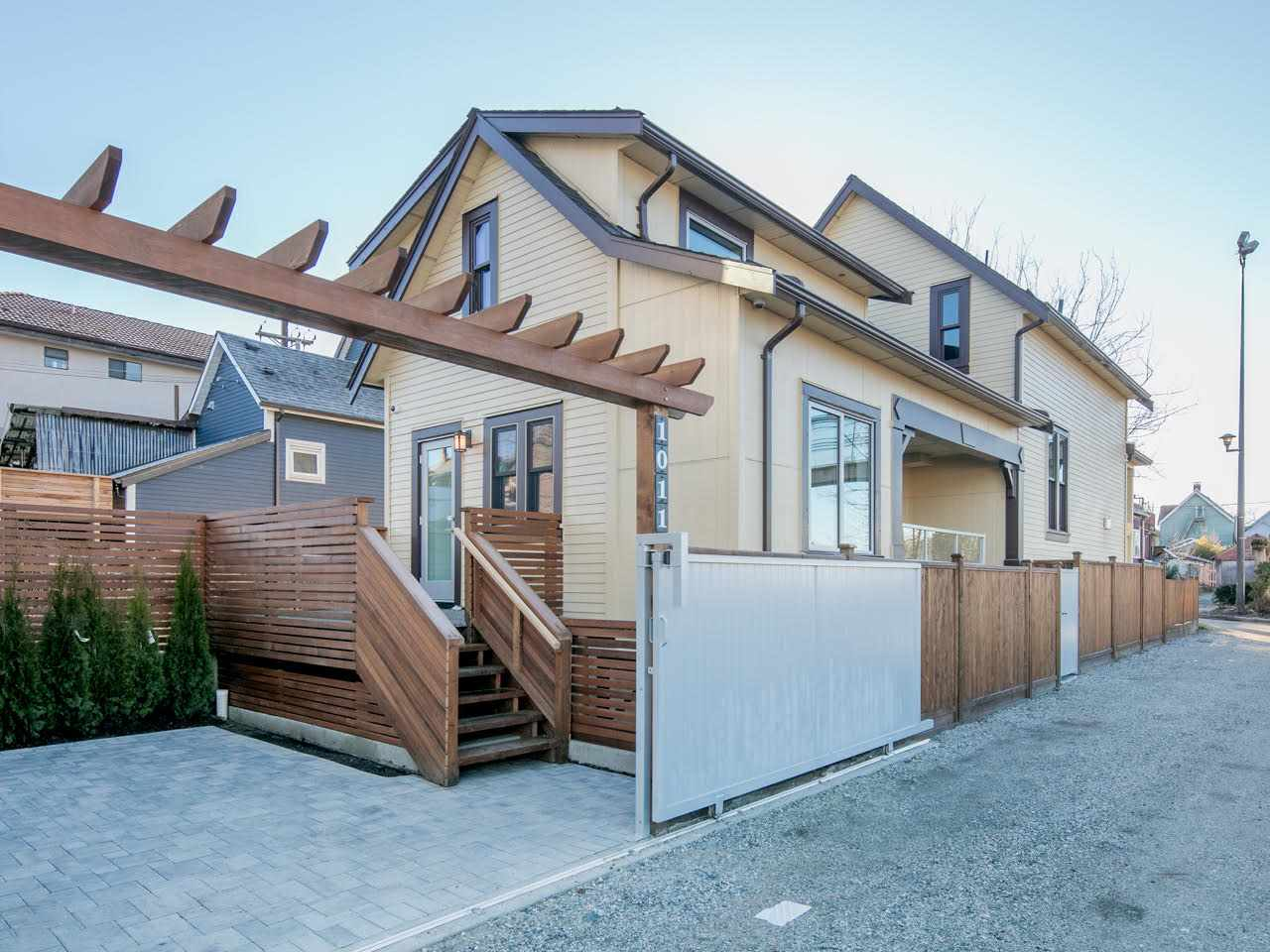 "Main Photo: 1011 KEEFER Street in Vancouver: Mount Pleasant VE House 1/2 Duplex for sale in ""Keefer Station"" (Vancouver East)  : MLS(r) # R2167678"