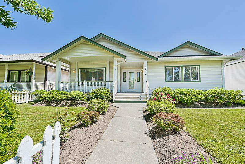 Main Photo: 6572 184 Street in Surrey: Cloverdale BC House for sale (Cloverdale)  : MLS® # R2181959