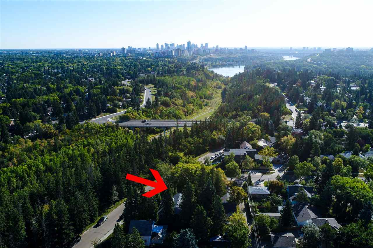 Main Photo: 14305 SUMMIT Drive in Edmonton: Zone 10 House for sale : MLS® # E4080848