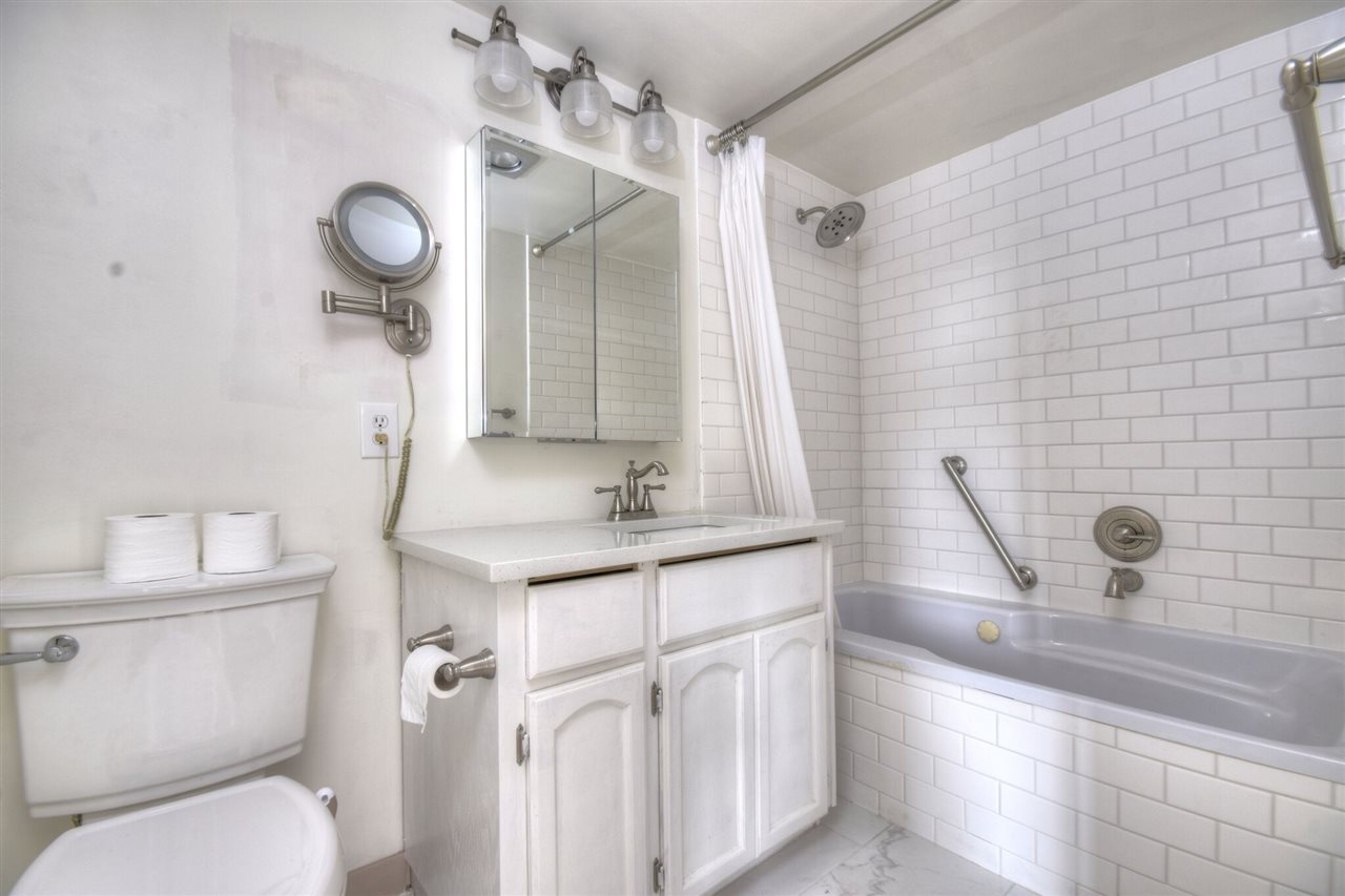 Master Ensuite. Walk through in 3D! http://real.vision/404-45765-spadina-ave-chilliwack