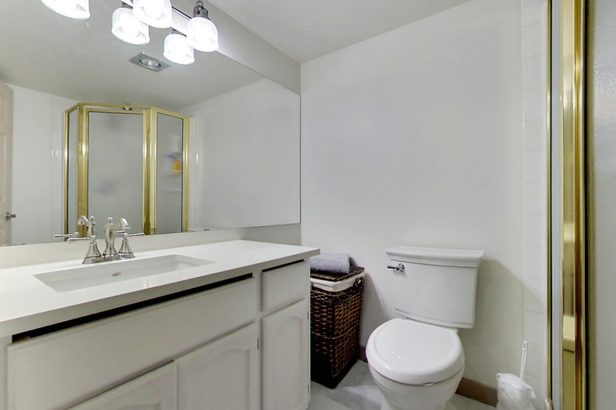 Powder room. Walk through in 3D! http://real.vision/404-45765-spadina-ave-chilliwack