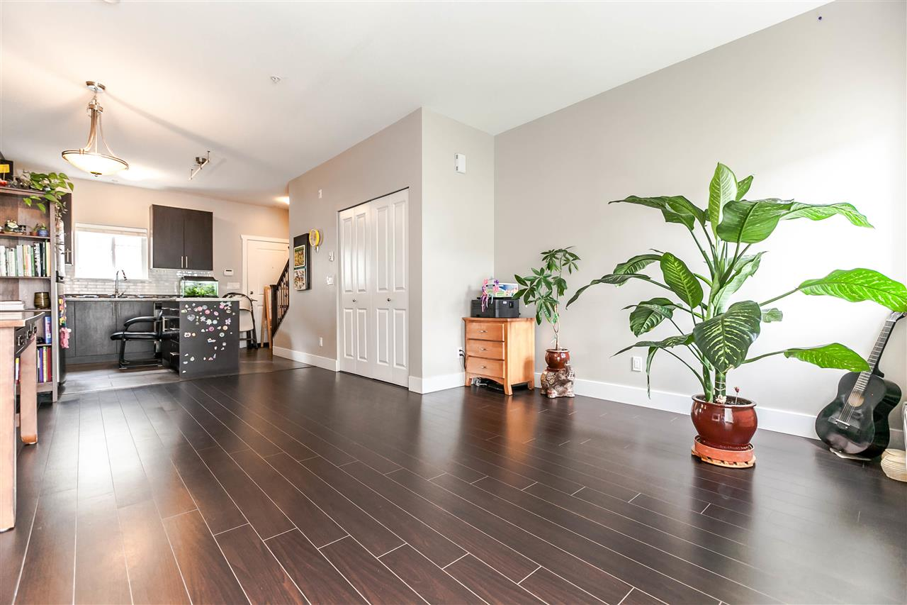 Photo 8: 227 368 ELLESMERE Avenue in Burnaby: Capitol Hill BN Townhouse for sale (Burnaby North)  : MLS® # R2204761