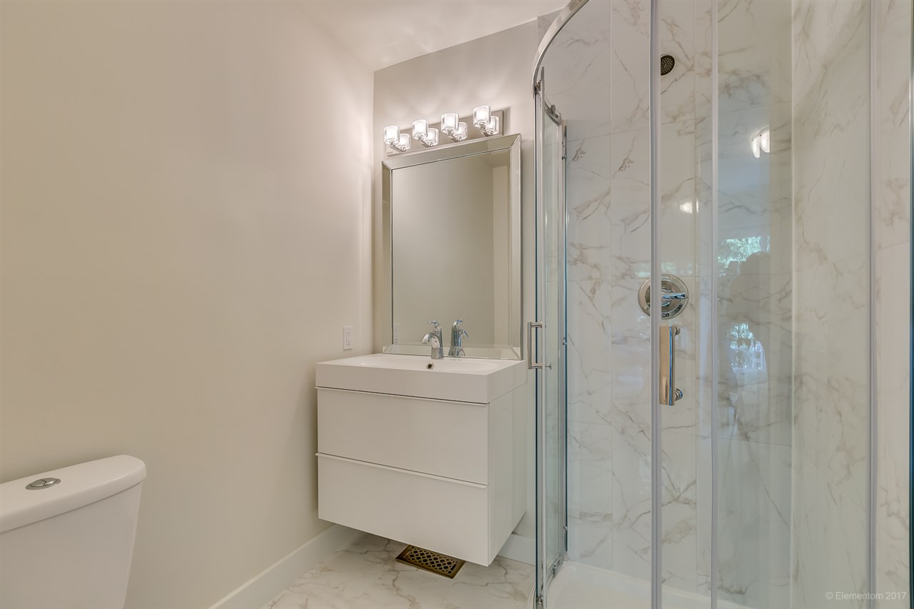 Upstairs Master Ensuite