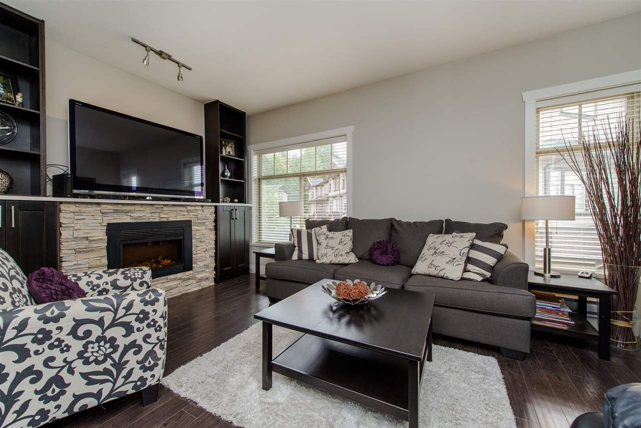 "Photo 2: Photos: 7 2950 LEFEUVRE Road in Abbotsford: Aberdeen Townhouse for sale in ""CEDAR LANDING"" : MLS® # R2212309"