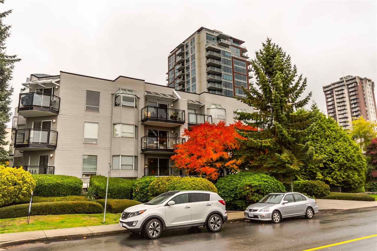 "Main Photo: 201 1550 CHESTERFIELD Avenue in North Vancouver: Central Lonsdale Condo for sale in ""The Chesters"" : MLS® # R2216824"